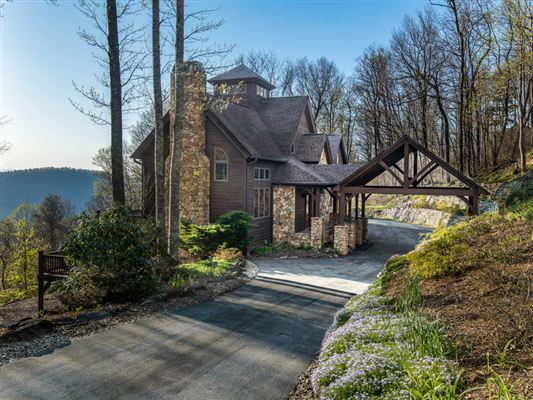 Mansions in fabulous home on five-plus acres