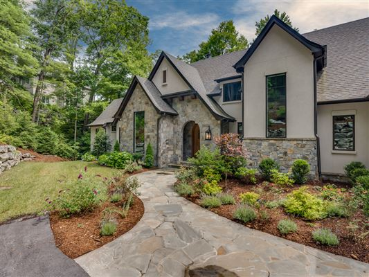 Immaculate Home With Southern Mountain Views North