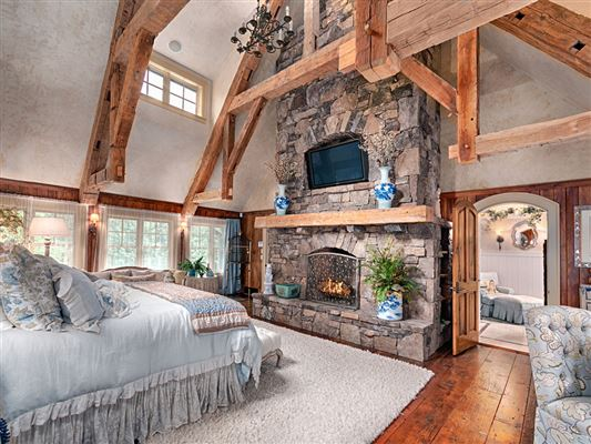 Luxury homes in spacious and luxurious home with mountain views