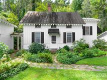 Luxury real estate a Historic Rutledge Cottage
