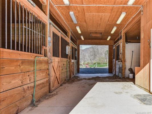 Luxury homes Your mountain equestrian dream awaits