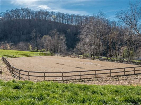 Your mountain equestrian dream awaits luxury homes