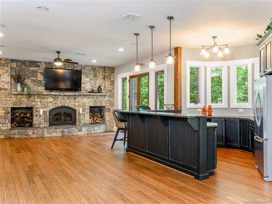 Luxury properties Idyllic and luxurious mountain style home