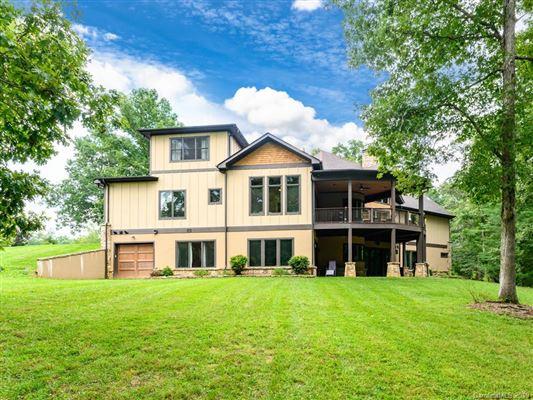 Luxury real estate Idyllic and luxurious mountain style home