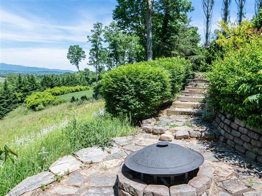 Truly Jaw-Dropping Views in Asheville mansions