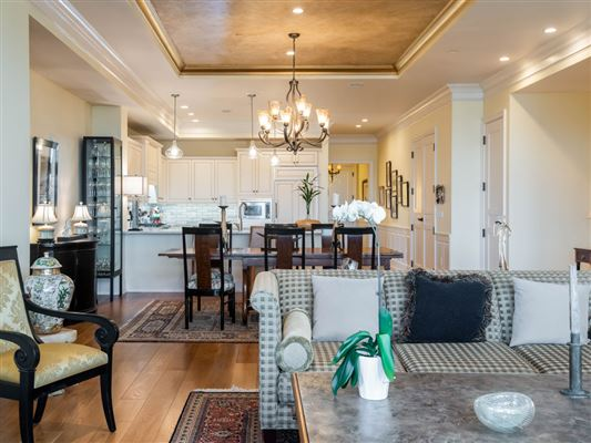 Luxury homes in THREE bedroom unit boasts long range mountain views