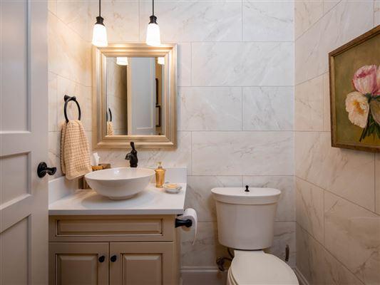 Luxury homes THREE bedroom unit boasts long range mountain views