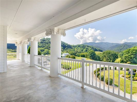 Luxury properties this beautiful Southern Colonial has stunning panoramic mountain mountain views