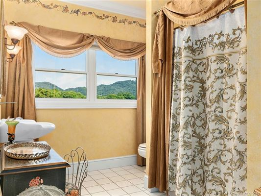 Luxury homes in this beautiful Southern Colonial has stunning panoramic mountain mountain views