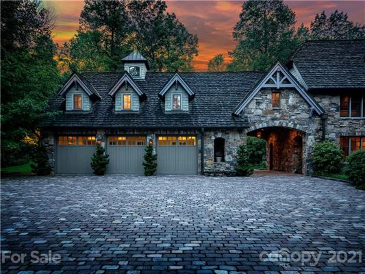 Luxury properties privately situated mountain retreat