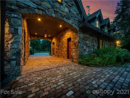 Mansions privately situated mountain retreat