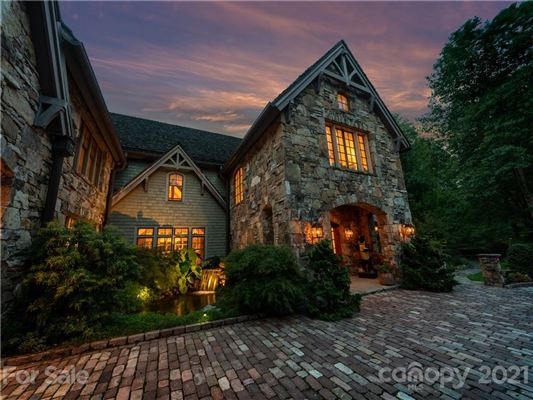Luxury homes in privately situated mountain retreat