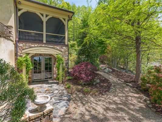 pre-eminent Country French home luxury real estate