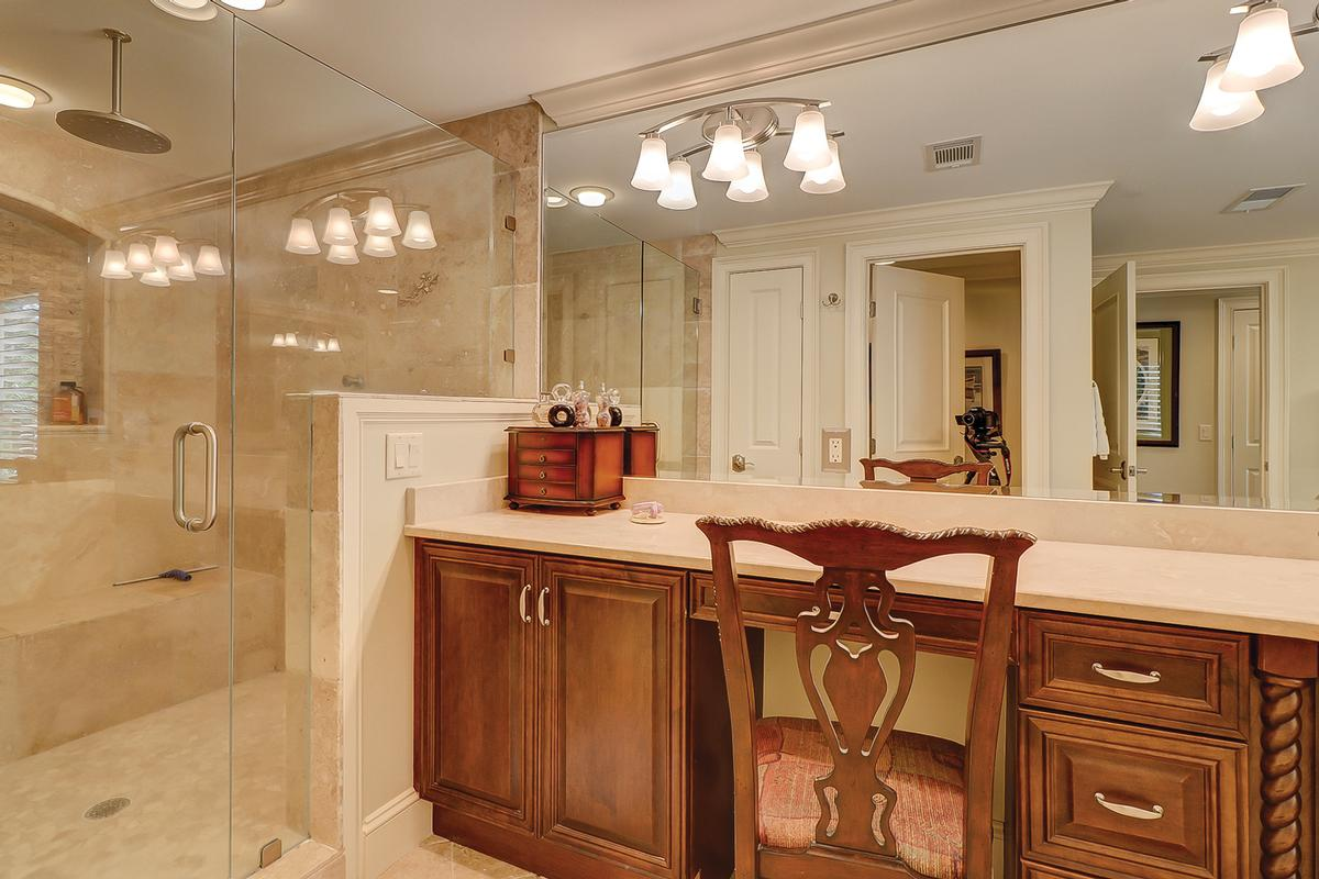 Luxury real estate Beautiful Renovation in the Heart of Sea Pines