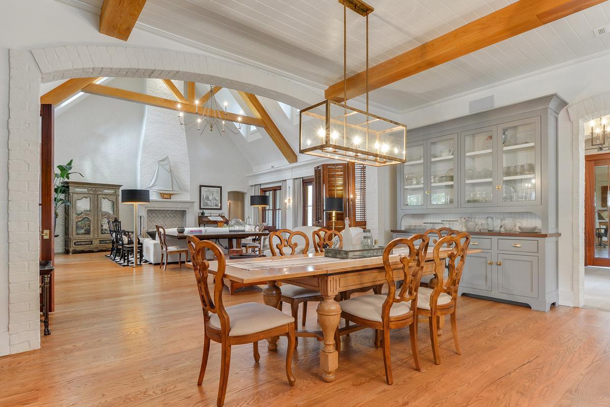 Master Craftsmanship Amid Gorgeous Live Oaks mansions