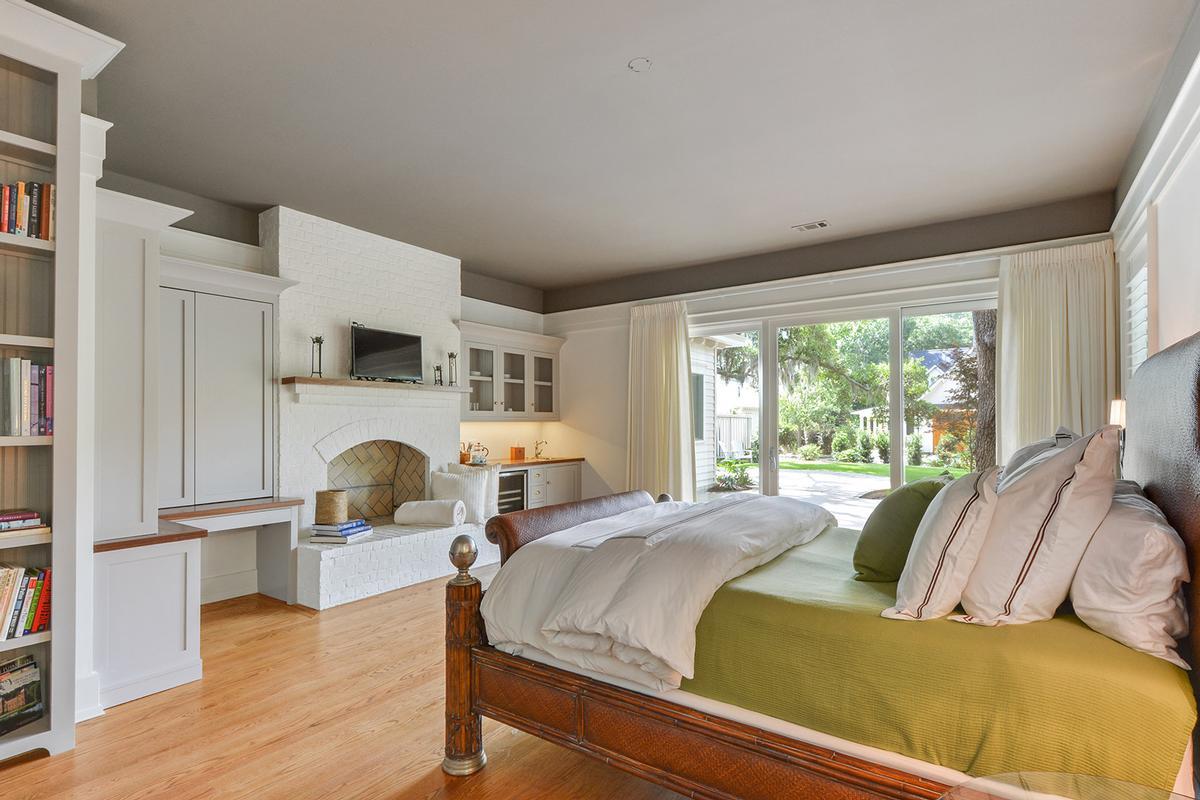 Luxury homes Master Craftsmanship Amid Gorgeous Live Oaks