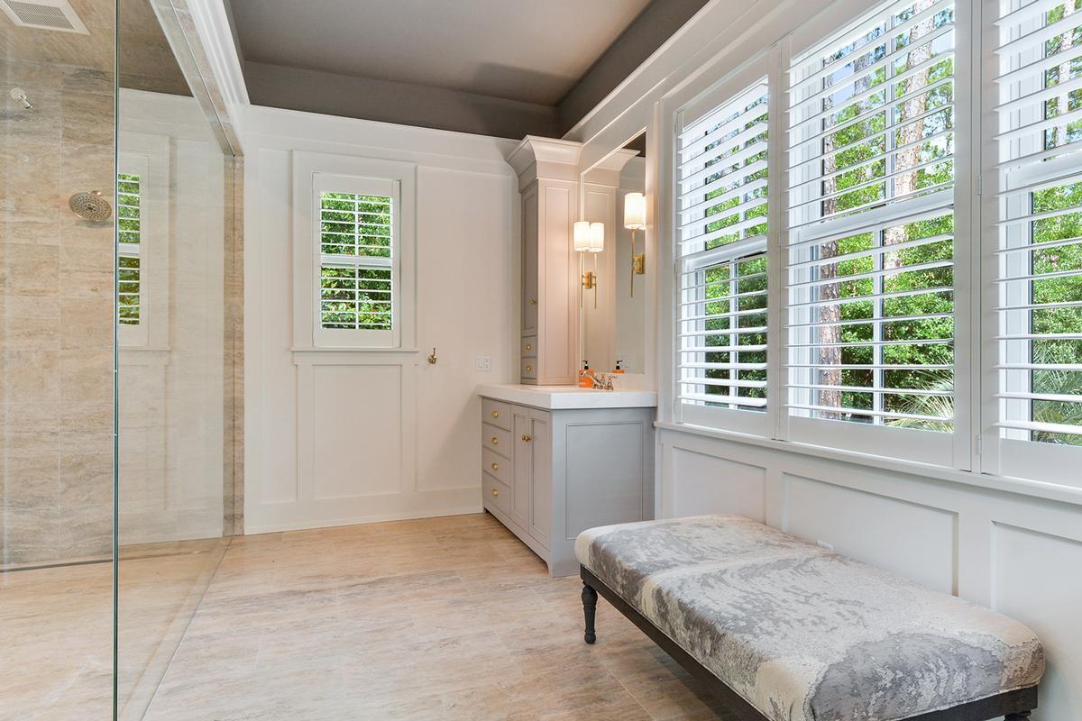 Luxury real estate Master Craftsmanship Amid Gorgeous Live Oaks