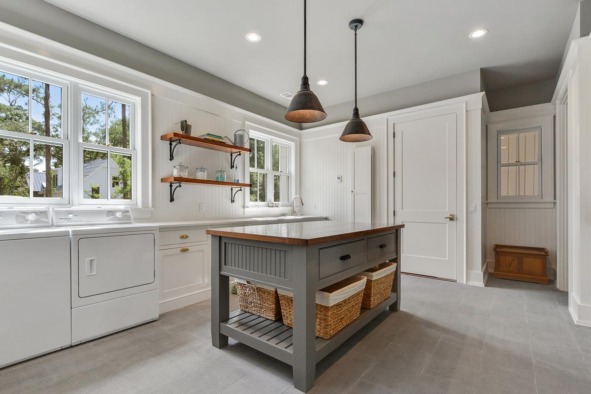Luxury properties Master Craftsmanship Amid Gorgeous Live Oaks