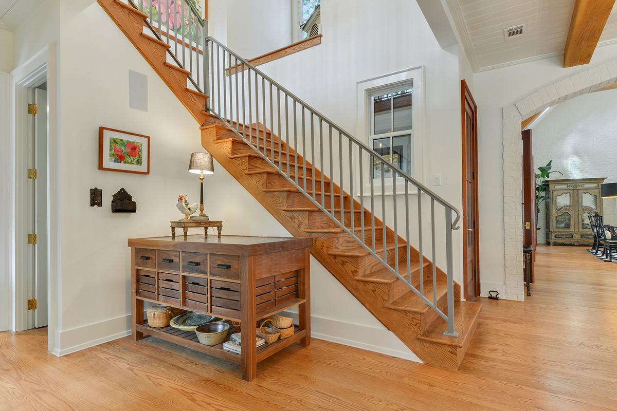 Mansions Master Craftsmanship Amid Gorgeous Live Oaks