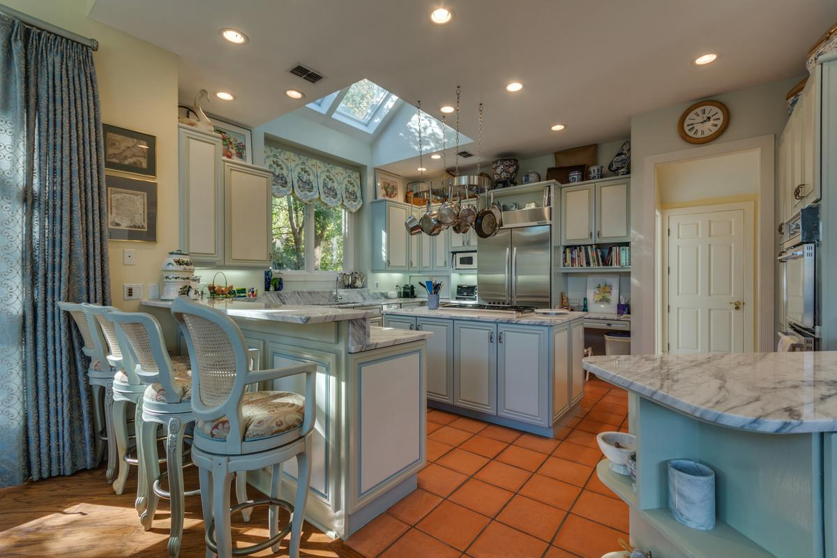 Luxury properties Exceptional Waterfront Property in Exclusive Wexford Plantation