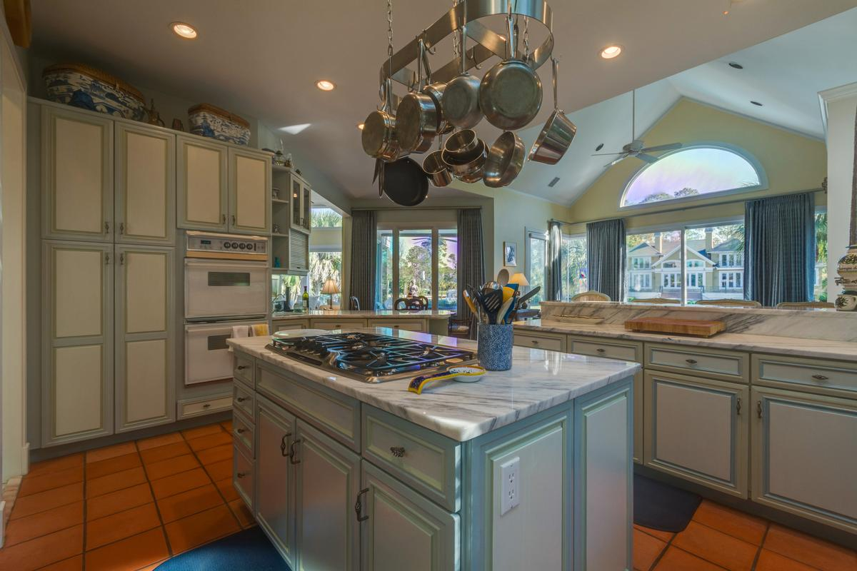 Mansions Exceptional Waterfront Property in Exclusive Wexford Plantation