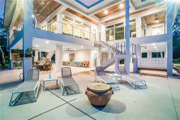 Mansions in breathtaking property on the Manatee River