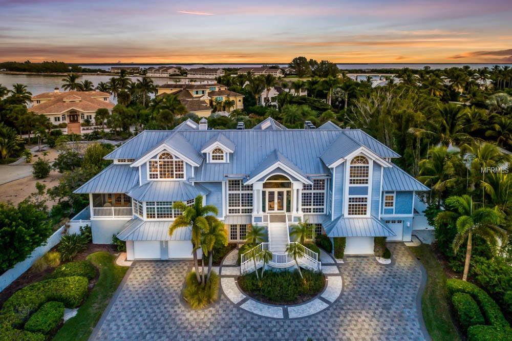 Elegant And Contemporary Coastal Residence