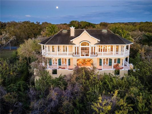 Luxury homes in sophisticated home in the oaks