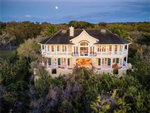 sophisticated home in the oaks mansions