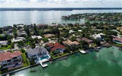 Luxury homes Perfectly poised on desirable Bird Key