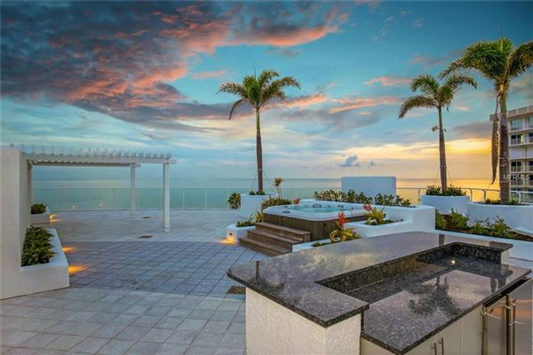Mansions in gulf-front corner penthouse at aria