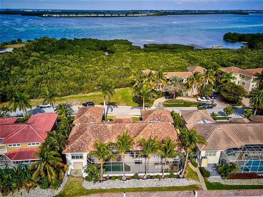 Mansions Live the Florida Dream