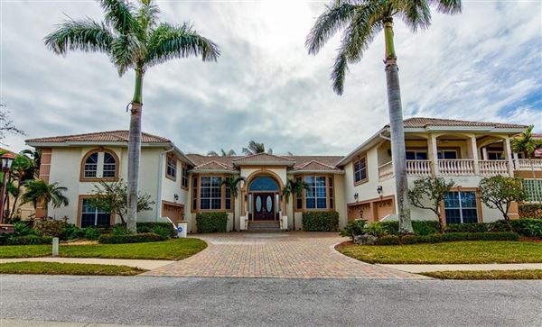 Mansions in Live the Florida Dream
