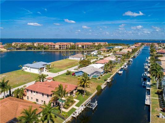 Mansions custom Mediterranean-style waterfront residence