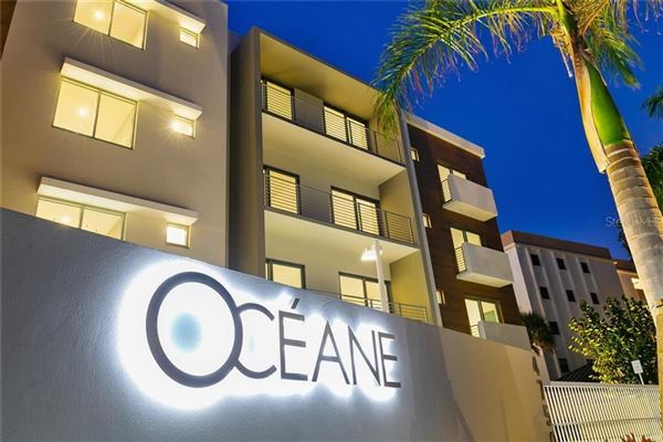 Luxury homes in large home in luxurious Oceane