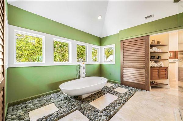 Luxury homes in Oak Shadows