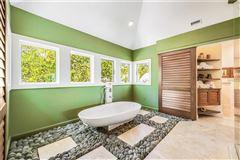 Oak Shadows luxury properties