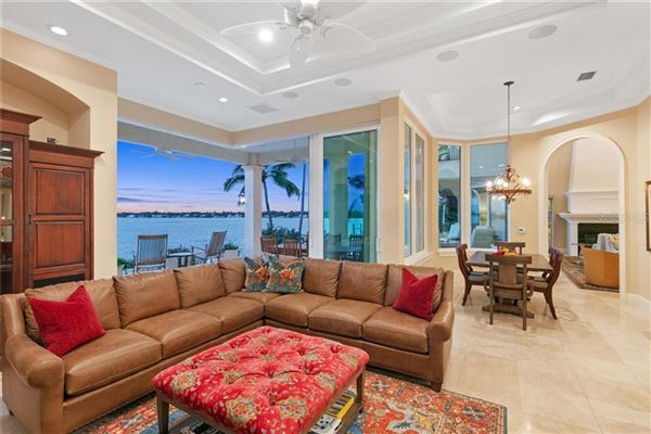 Luxury homes in Showstopping Sarasota Bay and downtown city skyline views