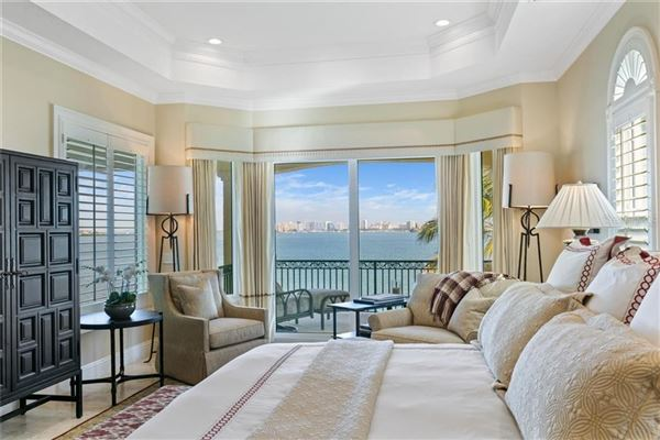 Luxury homes Showstopping Sarasota Bay and downtown city skyline views