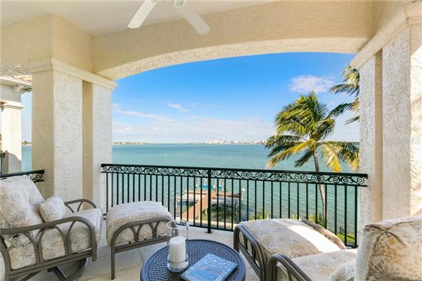 Showstopping Sarasota Bay and downtown city skyline views luxury homes