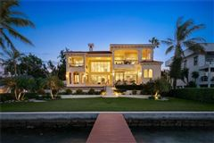 Mansions Showstopping Sarasota Bay and downtown city skyline views