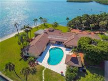 Mansions breathtaking property on lido key