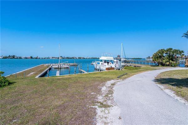 Luxury properties Lucrative waterfront opportunity