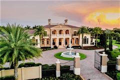 Mansions in distinctive grand estate
