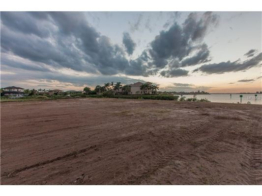 Luxury properties waterfront lot in the reserve