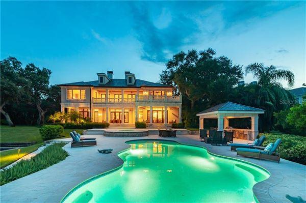 A hidden paradise on prized Siesta Key luxury properties