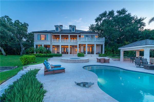 A hidden paradise on prized Siesta Key luxury real estate