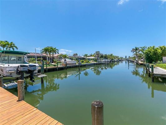 Luxury properties prominent canal front property