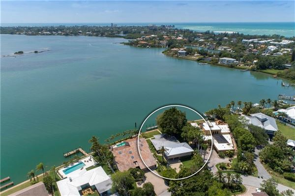Mansions Experience waterfront splendor in sarasota