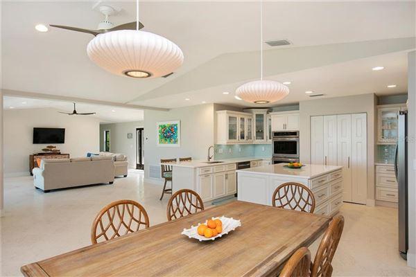 Luxury homes in Sea Glass Bluff